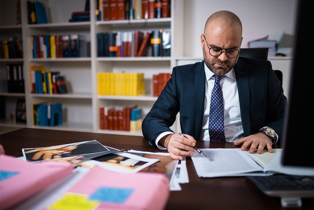 aerztliche Behandlungsfehler –Anwalt bei der Arbeit